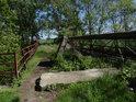 Starý most přes Chrudimku v Tuněchodech je v dezolátním stavu a s ohledem na své bezpečí bychom na něj neměli vstupovat.
