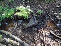 Aby bylo jasno, dříve býval Filipovský pramen řeky Chrudimky pod hezkou dřevěnou stříškou, ale lidé jsou různé, některé i zlé, jak k jiným lidem, tak i řekám, lesům a přírodě vůbec...