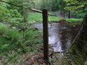 Vodníci n a Chrudimce tu hráli volejbal? I kdeže! Ovšem význam takového přehrazení řeky není zcela jasný...